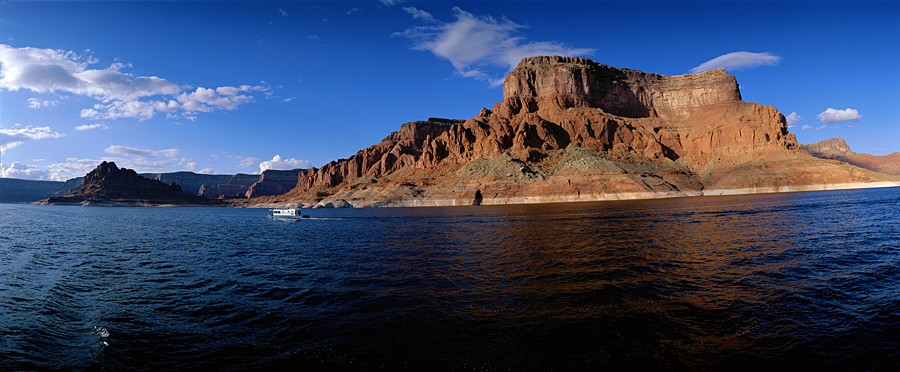 Houseboating on Lake Powell UT